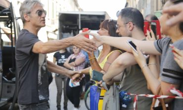 Ligabue, video diretta con i fans dal set del film Made in Italy. GUARDA